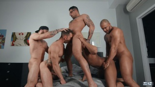 three tops & two bottoms fucking in an orgy