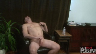 smooth, horny daddy who likes to show off his hard tool
