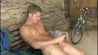 Athletic Austrian hunk get horny after bike ride