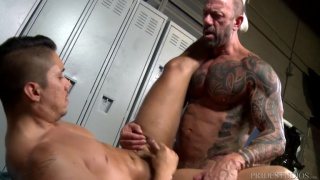 inked muscle daddy fucks admirer in locker room