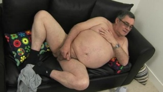 chubby mature daddy jerks off