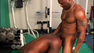 Huge black men fuck in a gym