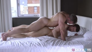 Muscle Hunk Does Push-Ups on Brit's Hot Butt