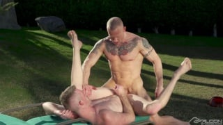 guy distracts a muscle & tattooed sunbather & gets fucked