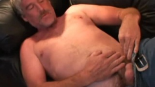 Beefy stud jacking off