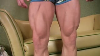 Young bodybuilder gets serviced