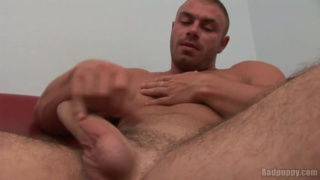 Muscle Hunk Enrico Bellagio Jacking Off