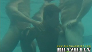 Sucking and fucking in the pool underwater