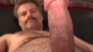 Hairy Builder Jacks his Dick