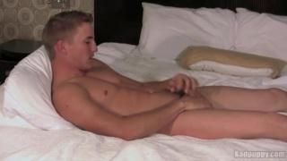 Sexy Ripped Stud Wanking Off
