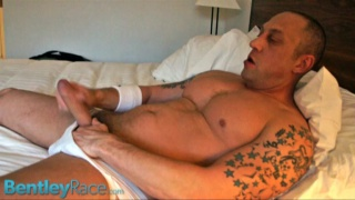 Beefy Tattooed Hunk Beating Off