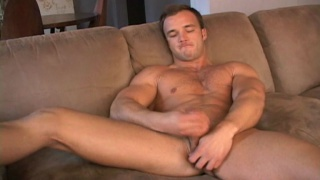 Muscle hunk jerks his big boner