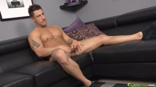Buff Muscled Stud Jacking Off