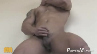 Hot Gum Fitness model naked masturbating