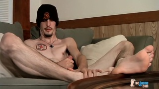 straight stud axel plays with bare feet