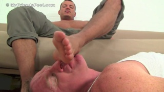 foot licker worships size 11's