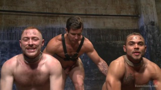 muscle hunk master has 2 slaves to play with