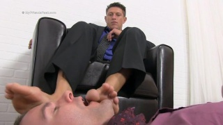 super sexy porn stud Bryce Evans gets feet worshipped