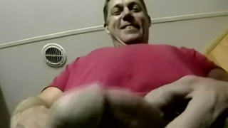 straight daddy doesn't mind a guy sucking his dick