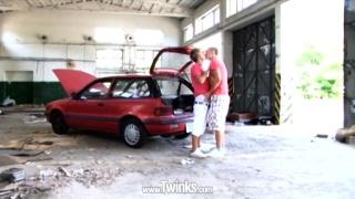 bareback twinks fucking in garage