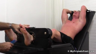 muscle hunk seamus gets his size 13 feet tickled