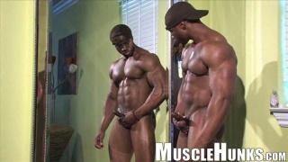 sexy muscle hunk Varik Best