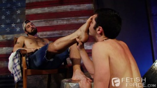 chase young gives his daddy a foot massage