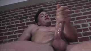 Lucas Knight jacks his 8.5-inch cock