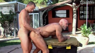 jesse jackman and donnie dean flip flop outdoors