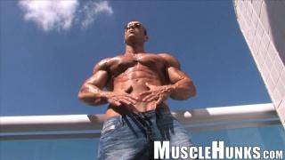 Sicilian muscle hunk Gianluigi Volti