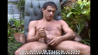 Handsome Nudist jacks off outdoors in hawaii