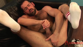 bearded sexpot rich kelly masturbating