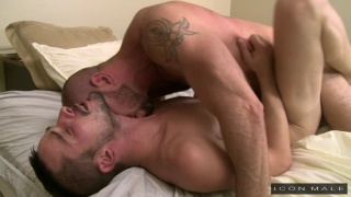 Matt Stevens fucks Sean Cross in bed