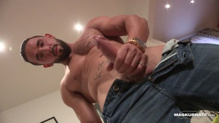 ripped hunk in jeans jacking his bone
