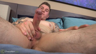 muscle hunk axel jerks his dick