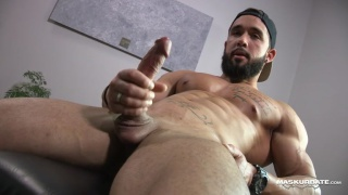 bearded bodybuilder jacks off in his home gym