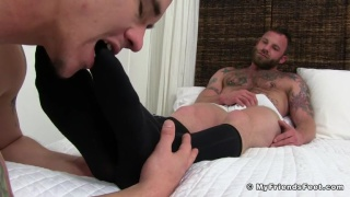 hairy hunk derek parker gets his feet worshipped