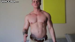 muscle hunk Jonny Pitt