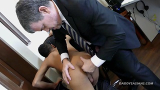suit daddy fucks his male secretary