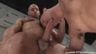 Sean Zevran fucks Eli Lewis in locker room