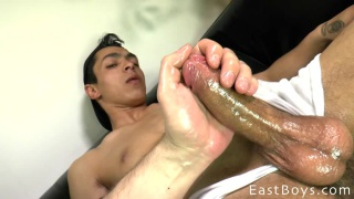 ripped italian stud gets his oiled cock rubbed