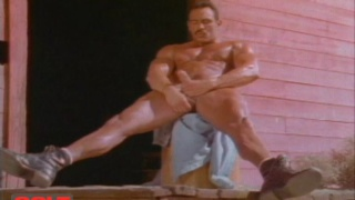 muscle hunk in boots jacking his dick