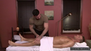 Billy Santoro fucks Brandon Wilde on massage table