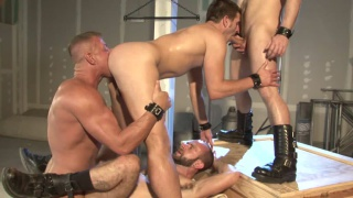 Muscle men fucking in the warehouse