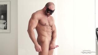 muscle hunk thomas black jerks off