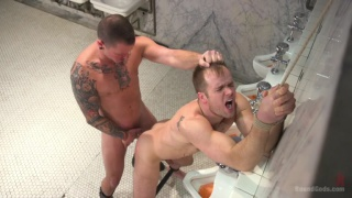 Hung dom finds restroom pig to worship his cock