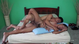 asian twinks fuck on bed in green room