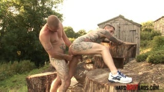 inked guy gets fucked outside in his sneakers