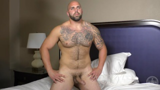 amateur bald muscle hunk jerks his dick