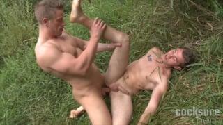 Tomas Decastro Bare fucks Arnold Veransk on the grass